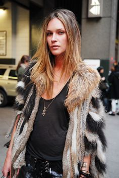 while we're at it... let's have a bit of an #ErinWasson moment with her luxe fur and black #offduty fab.