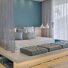 É ou não é um sonho este quarto de casal? Em tons de azul claro e branco, feito para sonhar! Decoração de quarto de casal moderno decor dossel