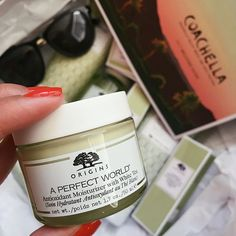 As someone who has dry skin, Shirley's face has never felt so soft, smooth, and hydrated.. ever! Thanks to her gifted Origins A Perfect World™ Antioxidant Moisturizer with White Tea for perfect timing as she will be out frolicking in the sun this weekend! Products were gifted as part of the Preen.Me VIP program together with Origins. #MyPerfectWorld