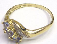 Gouden ring gezet met,-  3 Tanzanite Edelstenen en 2 Briljant Geslepen Diamanten 0.071 CT.