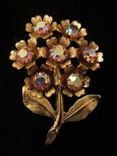 """Pretty Vintage 1-3/4"""" Gold Tone AB Rhinestone Flower Brooch A39"""