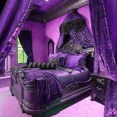 homedecor purple 32 Stylish Purple Bedroom Ideas that Beautify Your Bedrooms Look Royal Purple Bedrooms, Royal Bedroom, Purple Rooms, Purple Bedroom Design, Goth Bedroom, Trendy Bedroom, Bedroom Romantic, Goth Home Decor, Home Decor Bedroom