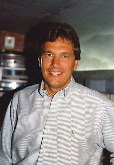 Always been a handsome humble man Country Music Stars, Country Music Singers, George Strait Family, Joyce Taylor, Donny Osmond, King George, Country Boys, Pretty Boys, Music Artists