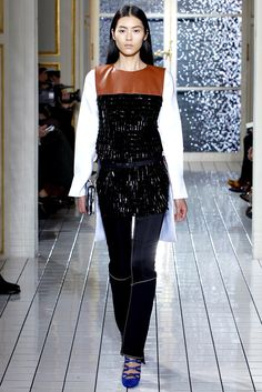 Balenciaga Fall 2011 Ready-to-Wear Fashion Show - Liu Wen (Elite)