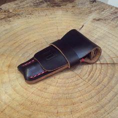 A black chromexcel safety razor case,  with subtle pink stitching.