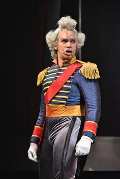 Duke of Weselton in Frozen - Live at the Hyperion in DCA Adult Disney Costumes, Frozen Costume Adult, Couple Halloween Costumes For Adults, Halloween Cosplay, Costumes For Women, Woman Costumes, Couple Costumes, Frozen Makeup, Frozen Musical