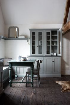 A beautiful grey Shaker Kitchen by deVOL on display at our Cotes Mill showrooms. Loft Kitchen, New Kitchen, Kitchen Dining, Swedish Kitchen, Dining Corner, Swedish House, Devol Kitchens, Home Kitchens, Kitchen Interior