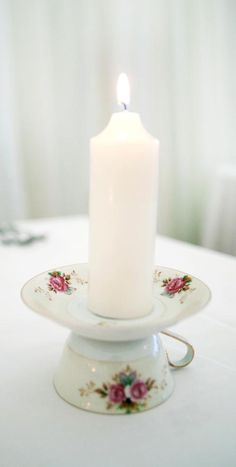Tischdeko Zo kan t ook./ tea party Wedding Bands - Various Purchasing Options & How To Save Big Buc Crafts To Make, Home Crafts, Easy Crafts, Teacup Candles, Diy Candles, Cup And Saucer Crafts, Teacup Crafts, Shabby Chic Decor, Shabby Chic Crafts