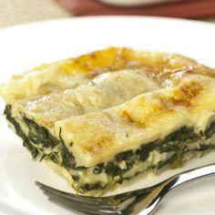 Receita de Lasanha de espinafre com molho branco - 2 pacotes de espinafre congelado, 2 colheres (sopa) de azeite, 1 unidade de cebola pequena, 2 dentes de a...