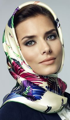 Aker Eşarp / Scarf - 2010/11 F/W #aker #scarf #esarp #hijab #fashion #silk… Ways To Wear A Scarf, How To Wear Scarves, Culture Russe, Head Scarf Tying, Cooling Scarf, Scarf Hairstyles, Square Scarf, Scarf Styles, Womens Scarves