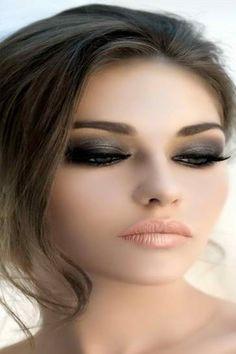 10 Dramatic Wedding Makeup Ideas for Daring Brides - Simple Dark Eyes
