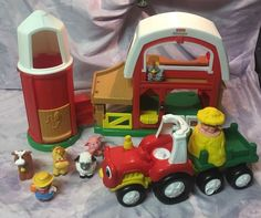 FISHER PRICE LITTLE PEOPLE BARN/SILO WITH ANIMALS TRACTOR AND FARMER -Great Set! #FISHERPRICE