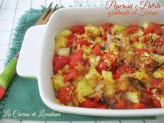 Un contorno semplice e gustoso: Peperoni e Patate gratinati in forno. Si prepara velocemente e si cuoce tutto insieme in forno con una deliziosa gratinatura