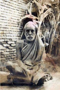Another rare photo from Sri Bharath Indian Gods, Indian Art, Rare Photos, Old Photos, Radhe Krishna Wallpapers, Sai Baba Hd Wallpaper, Saints Of India, Shiva Photos, Om Namah Shivaya