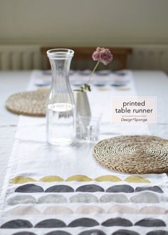 DIY Printed table runner via Design*Sponge. Maybe try for curtains Diy Kitchen Projects, Crafty Projects, Diy Inspiration, Fabric Stamping, Textiles, Create And Craft, Diy Arts And Crafts, Table Runners, Printing On Fabric