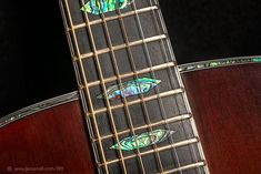 Construcción Guitarra Acústica  000-OM - instrumento acabado