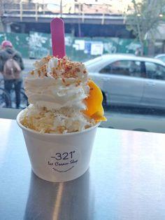 Ice cream and good addresses in New York on FoodEtcaetera (www.foodetcaetera.com) New York, Ice Cream, Desserts, Food, Ice, No Churn Ice Cream, Tailgate Desserts, New York City, Deserts