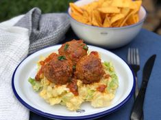 IJsbergsla stamppot met taco kruiden en ei Dutch Recipes, Meat Lovers, Tortilla Chips, Tandoori Chicken, Rice, Tasty, Favorite Recipes, Dinner, Ethnic Recipes