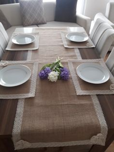 A Mesa Burlap Crafts, Jar Crafts, Diy Wedding Decorations, Table Decorations, Doily Rug, Place Mats Quilted, Diy Tassel, Burlap Fabric, Vintage Pillows