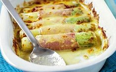 Gratin de poireaux au jambon WW, recette d'un savoureux plat de poireaux rou… Leek gratin with ham WW, recipe of a tasty dish of leeks rolled with ham and au gratin, easy and simple to make for a light meal Leek Recipes, Healthy Soup Recipes, Vegetarian Recipes, Plats Healthy, Clean Eating Soup, Batch Cooking, Tasty Dishes, Vegan, Coco