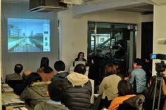 2013年2月22日。  キュレーター拝戸雅彦氏による、あいちトリエンナーレ2013についてレクチャー風景。