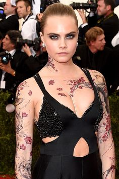 Cara Delevingne with gorgeous cherry blossom tattoos stretching down her arms, across her chest and around her neck. Diane Kruger, Sexy Tattoos, Girl Tattoos, Tatoos, Cara Delevingne Tattoo, Selena Gomez, Rihanna, Cara Delvingne, Geisha