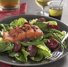 Salmon & Beet Salad with Pomegranate Dressing #ANRpicnic #AuntNellies #READsalads