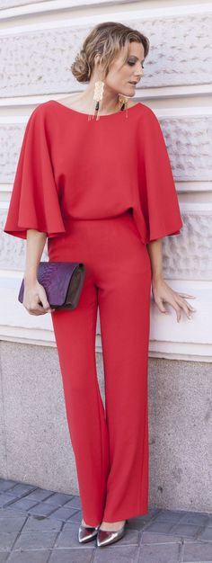 33 Beautiful Jumpsuits you'll Never Regret to Try - Fashionetter Jumpsuit Elegante, Casual Outfits, Fashion Outfits, Fashion Trends, Fashion Ideas, Fashion Design, Christmas Party Outfits, Mode Top, Red Jumpsuit