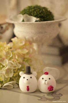 Polar Bear and Walrus MochiEgg wedding cake topper #lovebear #animalscaketopper #handmadecaketopepr #custom #claydoll #cute #ceremony #gift #ideas #planning #weddingthings #cakedecor #kikuikestudio #結婚式 #Hochzeit #Boda #mariage