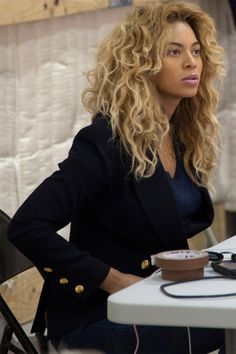 love her hair Estilo Beyonce, Beyonce Style, Beyonce Knowles Carter, Beyonce And Jay Z, Divas, King B, Blond, Curly Hair Styles, Natural Hair Styles