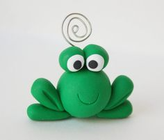 *CLAY ~ whimsical creations: Wordless Wednesday – Frog – In-house Factory Polymer Clay Animals, Fimo Clay, Polymer Clay Projects, Polymer Clay Charms, Polymer Clay Art, Clay Crafts For Kids, Frog Crafts, Fondant Animals, Clay Figurine