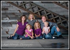 love this pose and colors the family chose!