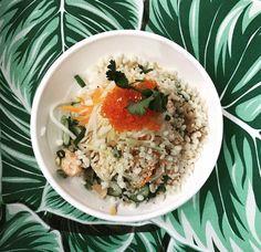 Où déguster un poke bowl: Koa Lua, au centre-ville de Montréal - Les adresses où manger un poke bowl au Québec Quebec, Restaurants, Montreal Ville, Poke Bowl, Centre, Grains, Rice, Ethnic Recipes, Food