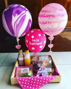 Candy Gift Baskets, Candy Gifts, Birthday Box, Birthday Gifts, Birthday Cards, Presents For Girlfriend, Boyfriend Gifts, Ideas Para Fiestas, Fiestas Party