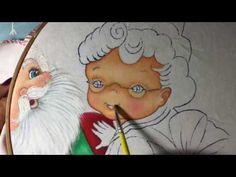 Pintura en tela en este vídeo te enseño a pintar la bota y cara de la señora claus.. no olvides compartir mis videos