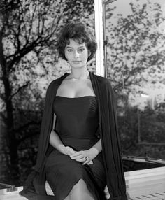 Dedicated to the Italian actress, style icon, bombshell and living legend SOPHIA LOREN! Old Hollywood Actresses, Classic Actresses, Actors & Actresses, Golden Age Of Hollywood, Hollywood Glamour, Classic Hollywood, Hollywood Cinema, Brigitte Bardot, Most Beautiful Women