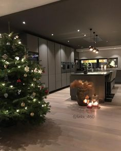 - Home Design - Style At Home, Christmas Kitchen, Christmas Room, Scandinavian Home, House Goals, Home Fashion, Interior Design Living Room, Luxury Homes, Sweet Home