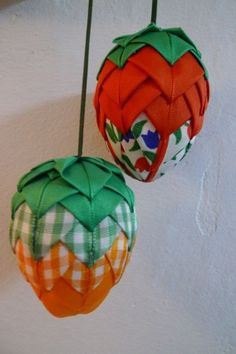 Christmas Cover, Christmas Ornaments, Craft Night, Bulbs, Detail, Holiday Decor, Crafts, Ideas, Scrappy Quilts