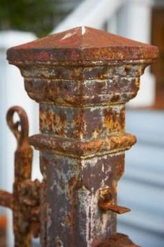 Removing rust from outdoor metal