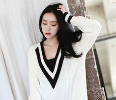 Loveliness of the female clothing shop. [Whitefox] simkung Knit boyfriend / Size : FREE / Price : 48.02 USD #korea #fashion #style #fashionshop #apperal #koreashop #ootd #whitefox #knit #loosefit #dailyitem #dailylook
