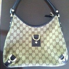 Gucci Abbey Large Handbag Beautiful Gucci bag in great condition! Only one corner is a little scratch but the pipe is perfect. No stains or rips. Gucci Bags Hobos