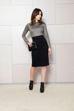 Bluza kaki cu guler pe gat: o bluza eleganta, cu decolteu lacrima in spate si o aplicatie moderna de-a lungul manecii stangi. Leather Skirt, Instagram Posts, Casual, Modern, Skirts, Fashion, Moda, Leather Skirts, Skirt