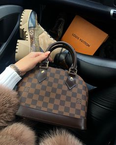 Amazing Outfit Ideas for Every Personal Style Louis Vuitton Alma, Louis Vuitton Handbags, Purses And Handbags, Vuitton Neverfull, Louis Vuitton Speedy Bag, Luxury Purses, Luxury Bags, Fashion Handbags, Fashion Bags