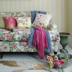New Home Interior Design: Collection of Country Living Room Styles Shabby Chic Sofa, Cottage Shabby Chic, Shabby Chic Zimmer, Salon Shabby Chic, Style Cottage, Casas Shabby Chic, Shabby Chic Homes, Romantic Cottage, Living Room Decor Country