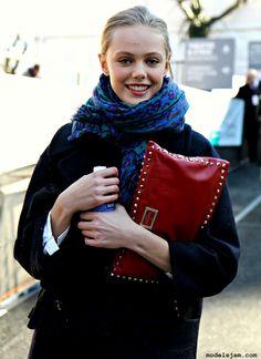 Frida Gustavsson street style (love her hand bag)
