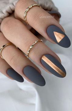 Chic Nails, Stylish Nails, Trendy Nails, Nails Ideias, Grey Matte Nails, Gray Nail Art, Matte Nail Art, Metallic Nails, Grey Nail Designs