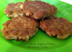 This Low Calorie Salmon Patties recipe is easy to make and yummy! (and won't break your calorie budget! Ww Recipes, Fish Recipes, Seafood Recipes, Cooking Recipes, No Calorie Foods, Low Calorie Recipes, Homemade Cookbook, Healthy Snacks, Healthy Recipes