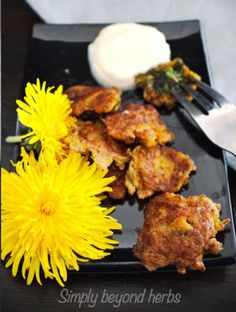 these delicate fried dandelions strike you with their savory taste and their medicinal benefits. Their sweet taste is highlighted with whipped cream dip. Herb Recipes, Real Food Recipes, Healthy Recipes, Delicious Recipes, Easy Recipes, Healthy Food, Dinner Recipes, Dandelion Oil, Dandelion Recipes