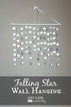 Simple and beautiful falling star wall hanging. this would be so perfect in a nursery or little girl& room, or even for Christmas decor! Star Decorations, Christmas Decorations, Diy Christmas Room Decor, Streamer Decorations, Outer Space Decorations, Paper Garlands, Hanging Decorations, Streamers, Deco Dyi
