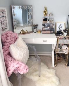 20 Best Makeup Vanities & Cases for Stylish Bedroom - - 20 Best Makeup Vanities & Cases for Stylish Bedroom Eyelashes Tips Styles Tutorial 2019 Eyelashes ideas Tips and Tutorials for Women and Girls The Mos. Bedroom Makeup Vanity, Vanity Room, Makeup Rooms, Makeup Vanities, Makeup Vanity Decor, Vanity Set, Vanity Design, Glam Room, Stylish Bedroom